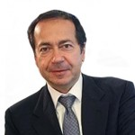 Hedge Fund News: John Paulson, Louis Bacon, Bridgewater Associates