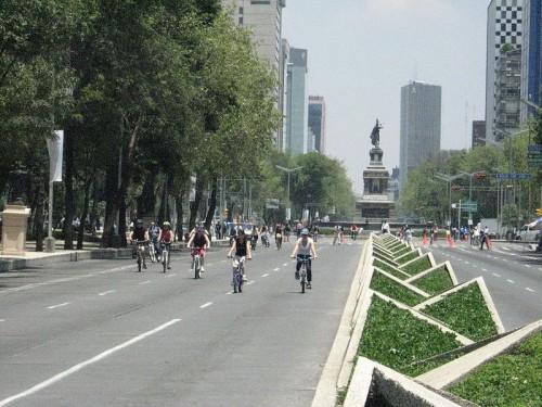 800px-BicycleSundayPaseoReformaDF