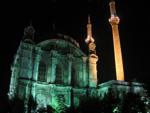 800px-Istanbul_ortaköy_cami