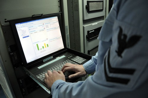 US_Navy_090310-D-5972N-009_Information_Systems_Technician_2nd_Class_Ryan_Allshouse_uses_the_intrusion_detection_system_to_monitor_unclassified_network_activity_from_the_automated_data_processing_workspace
