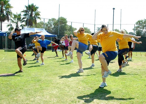 US_Navy_090903-N-5726E-083_Fred_Fusilier,_lead_personal_trainer_at_Naval_Medical_Center_San_Diego,_leads_a_fitness_aerobics_class_during_the_Health_and_Wellness_Department_Fitness_Expo