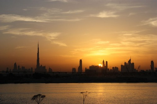 800px-Dubai_skyline_in_the_evening