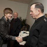 Chairman_of_the_Joint_Chiefs_of_Staff_Adm._Mike_Mullen_Justin_Bieber_The_Daily_Show