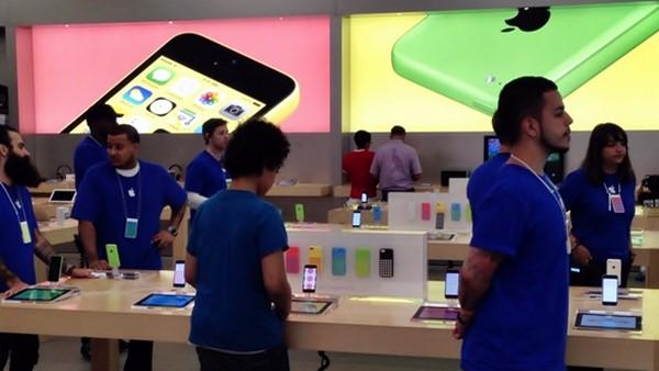Apple, is AAPL a good stock to buy, Millard Mickey Drexler, retirement,