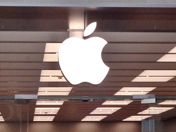 Apple, is AAPL a good stock to buy, lobbying, Washington, Tim Higgins, Corey Johnson,