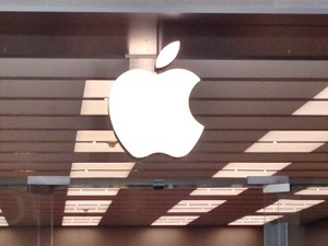 Apple, is AAPL a good stock to buy, NASDAQ:AAPL, ResearchKit, Tanya Rivero, Ron Winslow, medical research, medical trials,