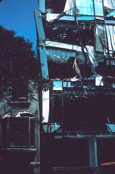 1985_Mexico_Earthquake_-_Damages_in_eight-story_building_collapsed