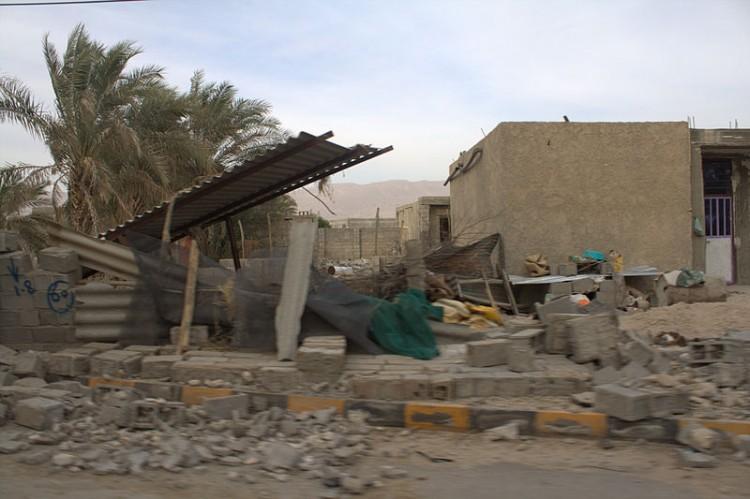 800px-2013_Bushehr_earthquake_By_Mardetanha_048