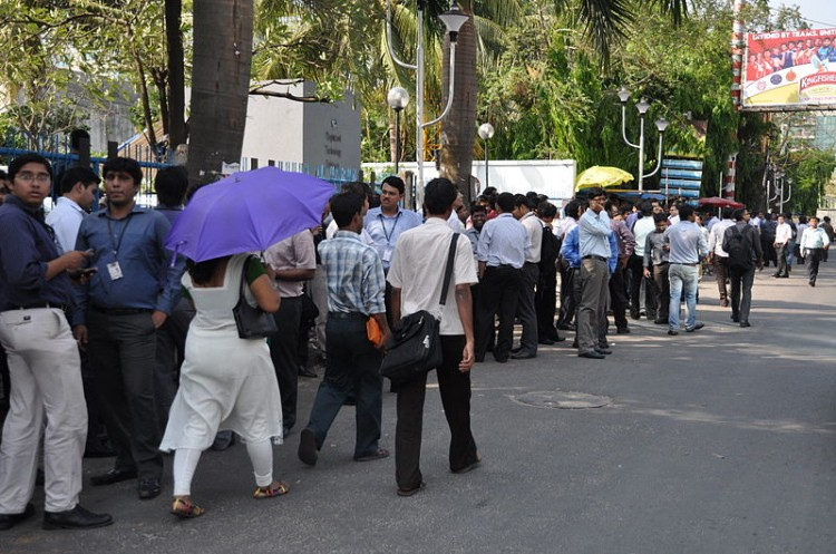 800px-Earthquake_Leads_Office_Evacuation_-_Sector-V_-_Salt_Lake_City_-_Kolkata_2012-04-11_9367