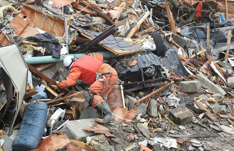 800px-RIAN_archive_882887_Japan_earthquake_aftermath
