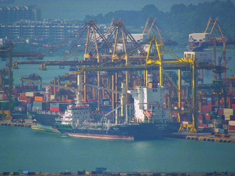 Sinar_Sabang_and_Delphine_Shipped_in_Singapore_Port_20130209