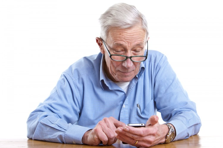 Easiest Smartphones To Use For Seniors and The Elderly