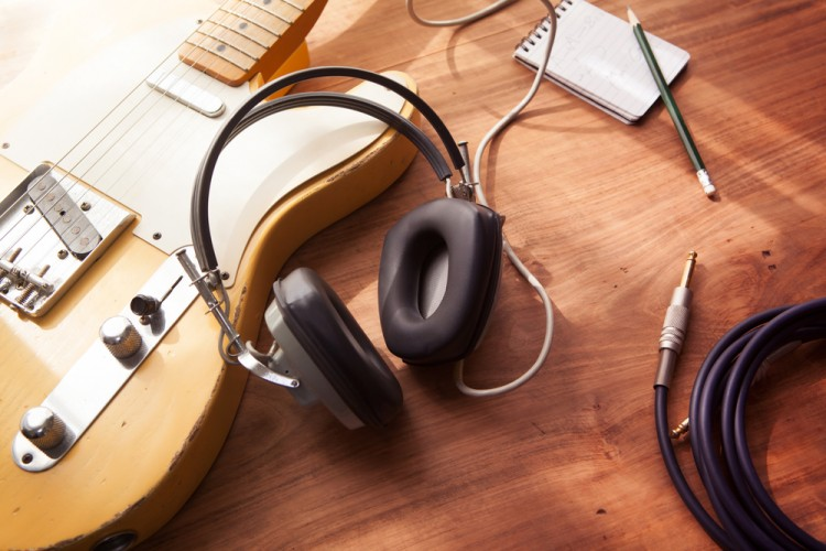 10 Easiest Electric Guitar Songs to Learn for Beginners
