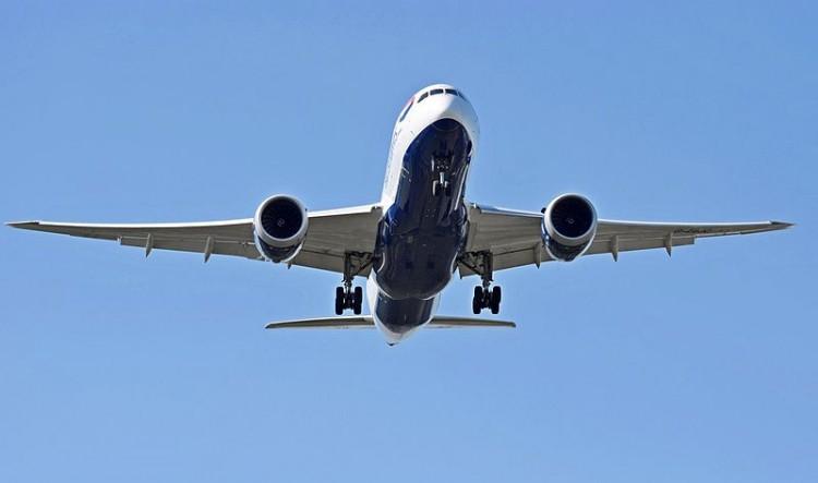 British_Airways_Boeing_787-8_Dreamliner_(G-ZBJC)_arrives_London_Heathrow_15Sep2015_arp