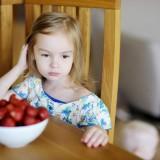 food, kid, child, strawberry, table, clear, preschooler, dessert, allergy, gourmet, sit, macro, dress, eat, tasty, taste, shiny, girl, color, nutrition, health, large, juicy, textured,