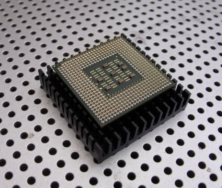 micro-chip-19980_1280