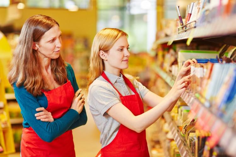 retail, apprenticeship, job, staff, store, shelf, food, seller, supermarket, shop, saleswoman, woman, review, content, put, buy, profession, supervision, cooperation,