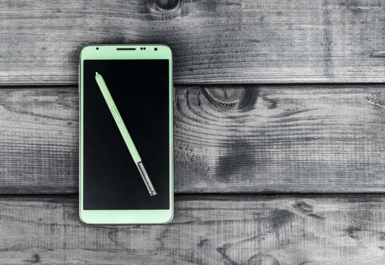 7 Best Smartphones With A Stylus