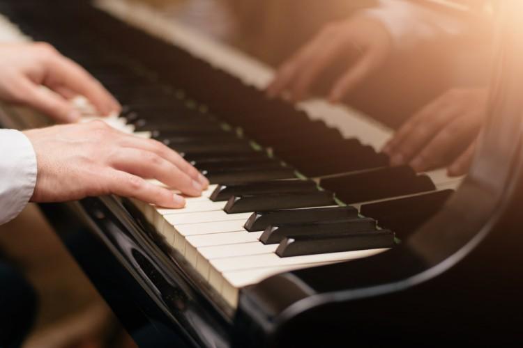 10 Easiest Gospel Songs to Play on Piano